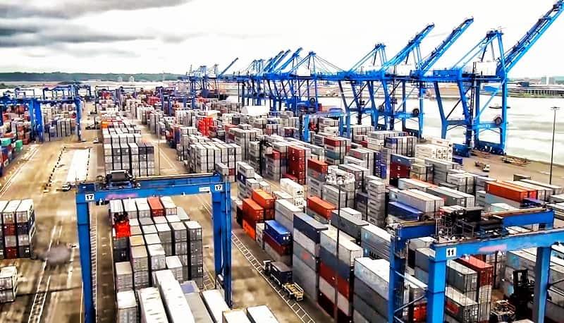 токенизация в логистиката кранове и конктейнери на пристанище